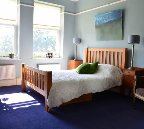 Camera da letto inglese tradizionale nell'alloggio del corso di lingua inglese di dialogo del Regno Unito